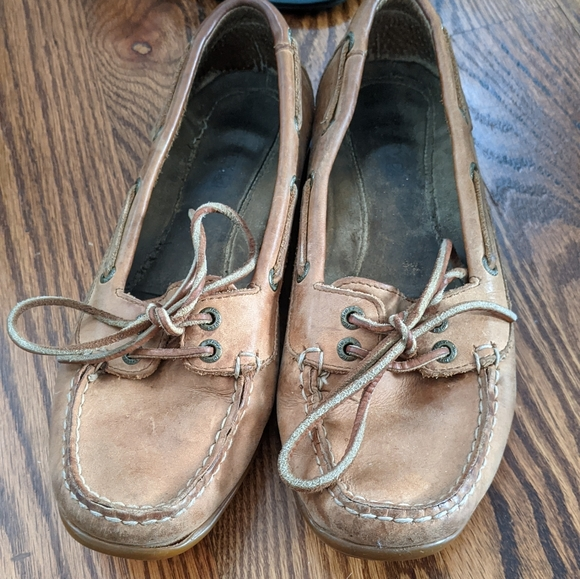 Sperry boating shoes slip ons